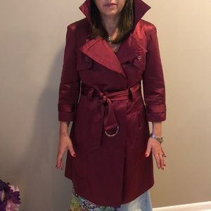 NWOT SUPER COOL BEBE SATIN FINISH TRENCHCOAT
